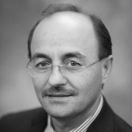 Naim  Kapucu